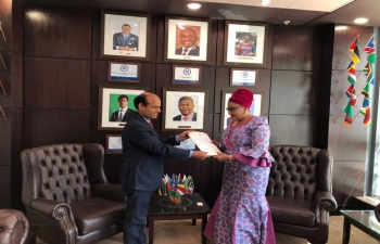 Dr. Rajesh Ranjan, High Commissioner presenting SADC credential to H. E Dr Stergomena L. Tax, Executive Secretary, SADC on 21.8.2018