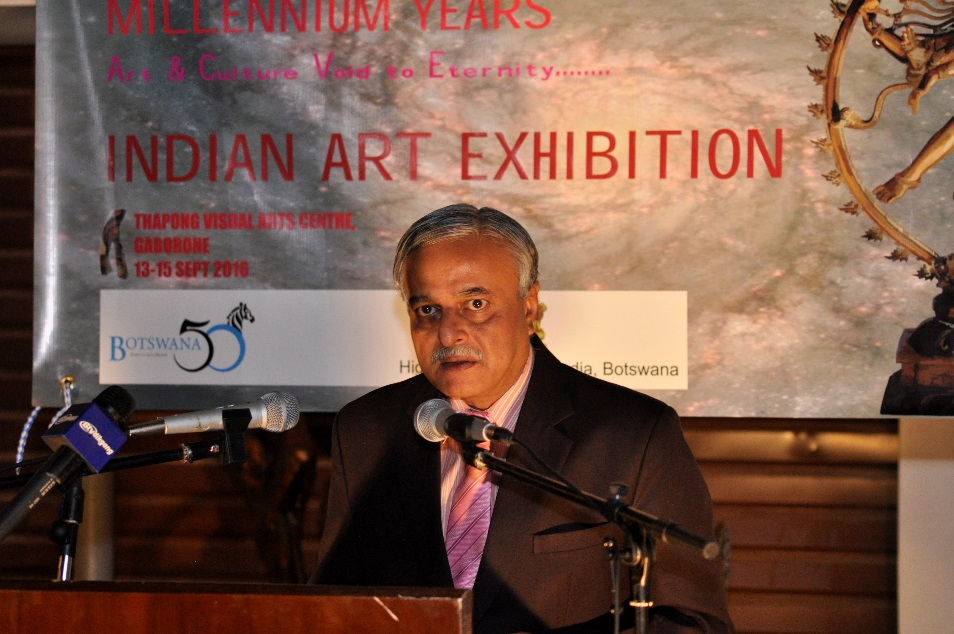 H.E. Dr. Ketan Shukla, High Commissioner of India to Botswana delivering speech on the occasion of Indian Art Exhibition at Thapong Visual Arts Centre on 12.09.2016